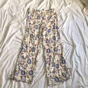 Forever 21 summer pants Cream floral print L